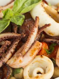 Испанский салат с нахутом и кальмарами 280г